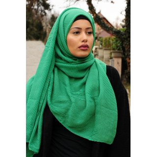 Long scarf with pleats green